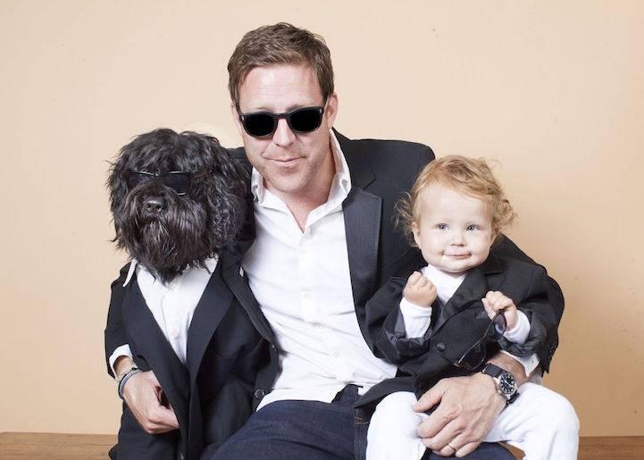 """Τα σκυλιά ποζάρουν με """"μπαμπάδες"""" τους"""